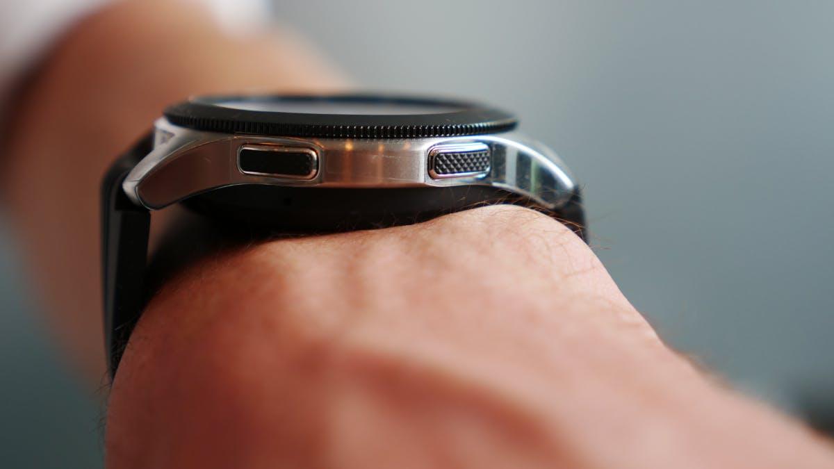 Das 46-Millimeter-Modell der Samsung Galaxy Watch in Silber. (Foto: t3n.de)