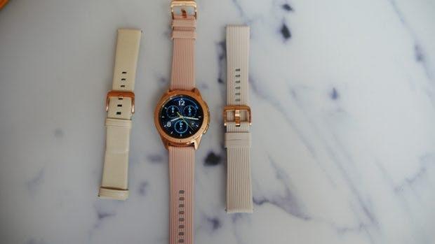 Für die Galaxy Watch hat Samsung allerhand Ersatz-Armbänder parat. Jegliche 20- bzw. 22-Millimeter-Bänder passen aber auch. (Foto: t3n.de)