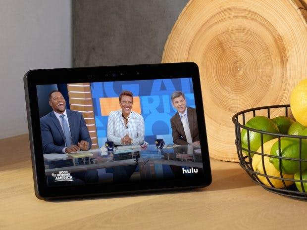 US-only: Hulu und andere Sender lassen sich auch dem Echo Show konsumieren. (Bild: Amazon)