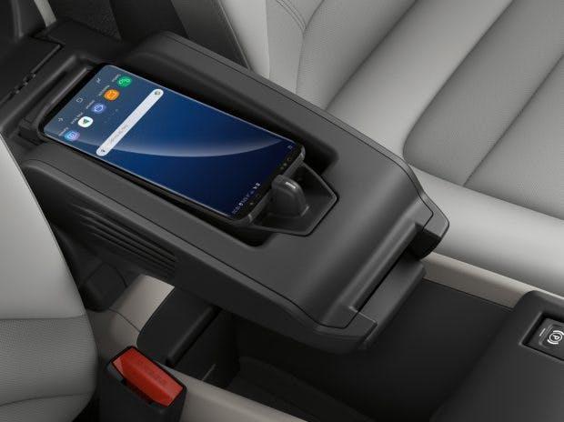 Ein Wireless-Charging-Dock kann für den BMW I3 auch auf Wunsch bestellt werden. (Bild: BMW)
