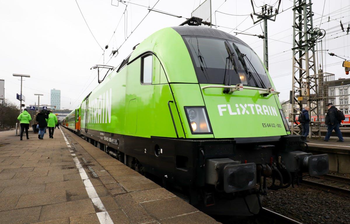"""Erst der Flixbus, dann der Flixtrain: Ein Flugangebot namens """"Flixplane"""" plant das Startup vorerst nicht. (Foto: dpa)"""