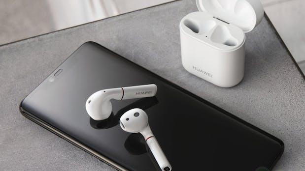 Huawei: Freebuds lassen sich drahtlos per Smartphone laden