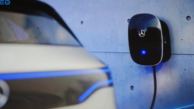 Der Mercedes EQC kann mit zuhause mit der Wallbox deimal schneller als über die Steckdose geladen werden. (Foto: t3n.de)