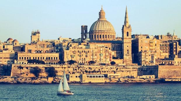 Waves in Malta und Russland: Kalaschnikows und Smart Cities