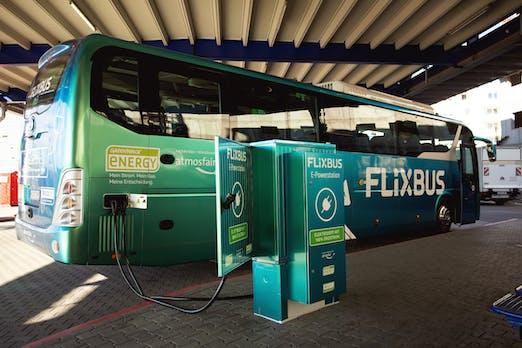 Erster elektrischer Fernbus von Flixbus auf Deutschlands Straßen unterwegs
