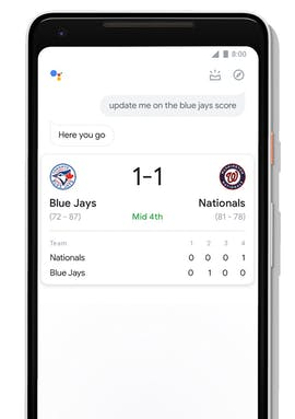 Das neue Interface des Google Assistant auf Smartphones mit überarbeiteter Anzeige von Sportergebnissen. (Bild: Google)