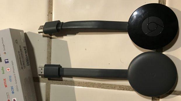 Oben der alte, darunter der neue Chromecast. (Foto: reddit)