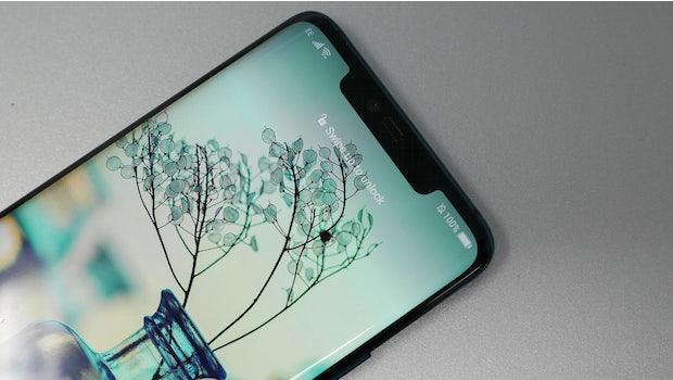 Hinter der Notch des Huawei Mate 20 Pro verstecken sich zahlreiche Sensoren für die 3D-Gesichtserkennung. (Foto: t3n)