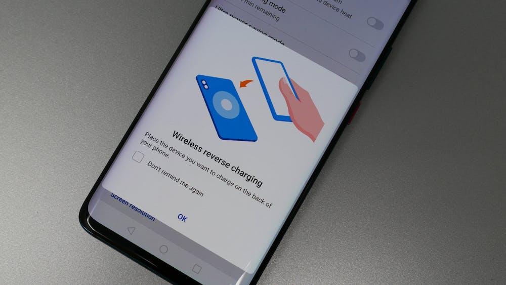 Wireless-Reverse-Charging beim Mate 20 Pro muss vor der Nutzung aktiviert werden. (Foto: t3n.de)