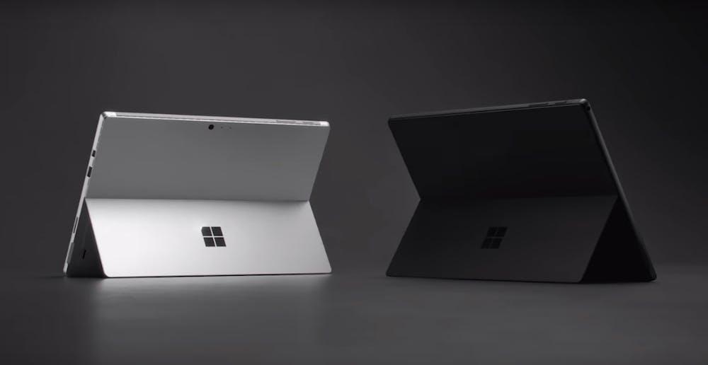 Das Surface Pro 6 kommt in silber und Mattschwarz. (Screenshot: Microsoft)
