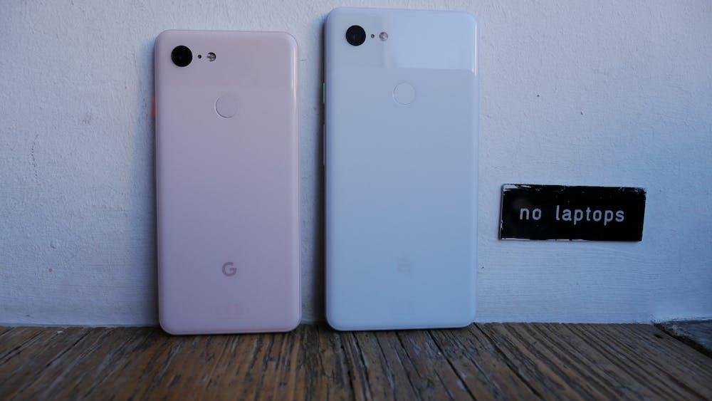 Oben schimmernd, unten matt, dennoch bestehen die Rückseiten des Pixel 3 und XL aus jeweils einem Glaselement. (Foto: t3n.de)