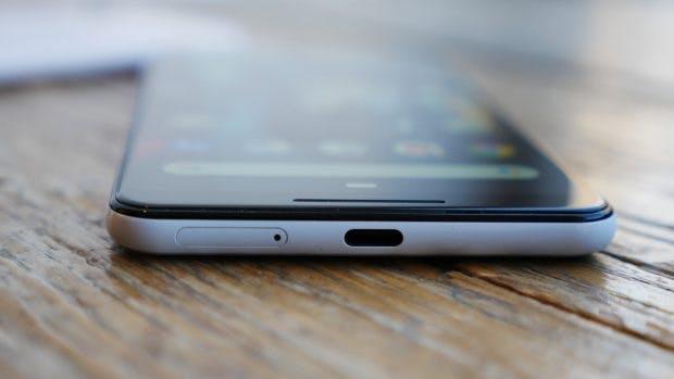 Google Pixel 3 XL von unten mit USB-C-Port. (Foto: t3n.de)