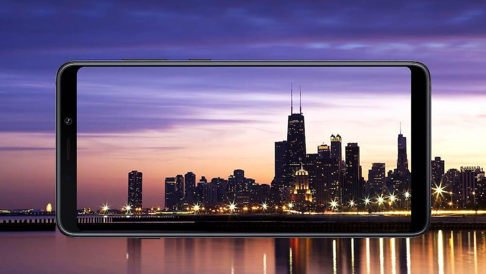 """Samsung Galaxy A9 (2018) besitzt ein Super-Amoled- """"Infinity-Display"""". (Bild: Samsung)"""