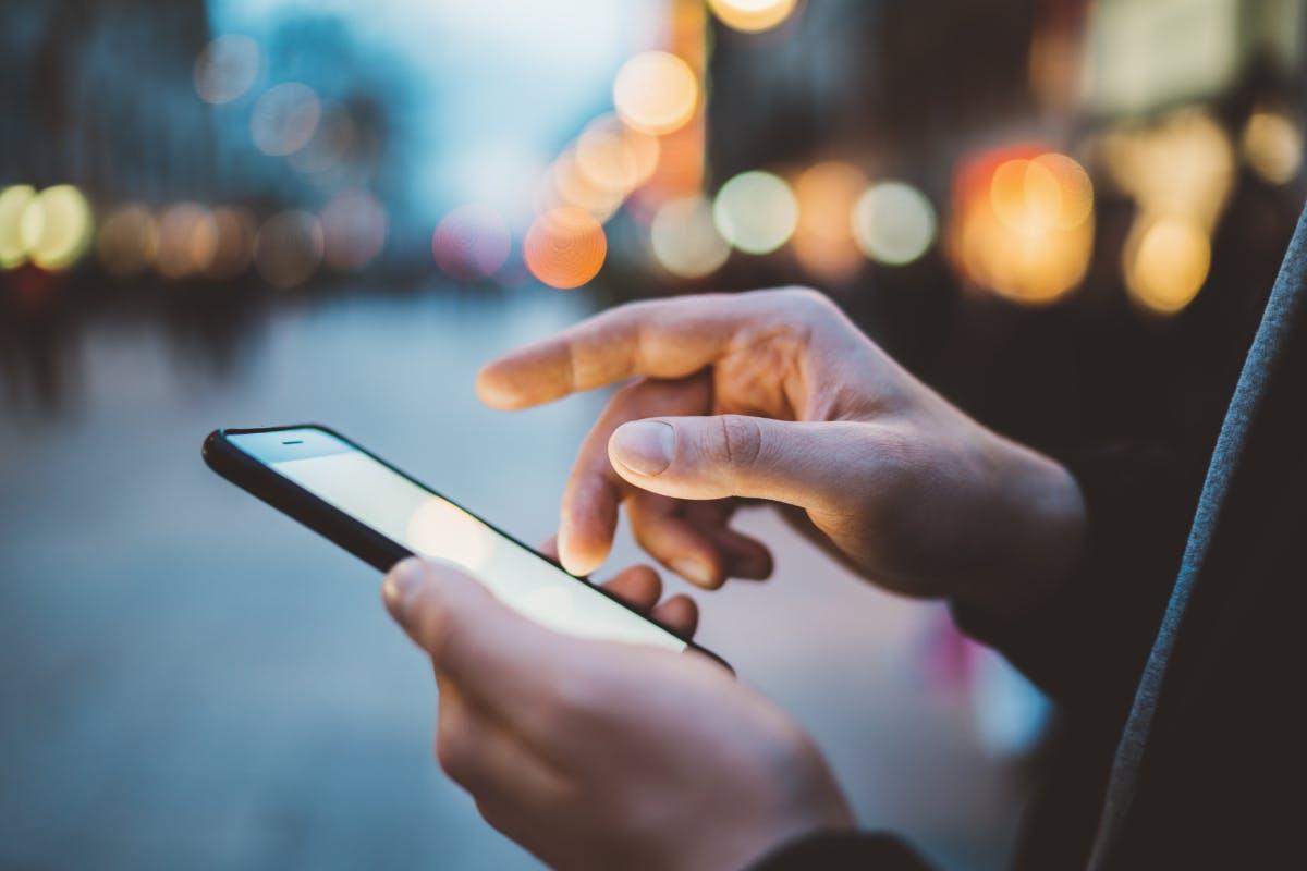 Kritik am Internet – Jugendliche nutzen Social Media mit zunehmender Skepsis