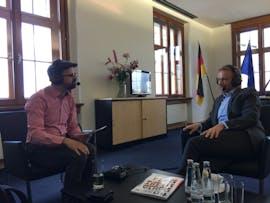t3n-Magazin-Chefredakteur Luca Caracciolo (links) im Gespräch mit FDP-Chef Christian Lindner. (Foto: t3n)