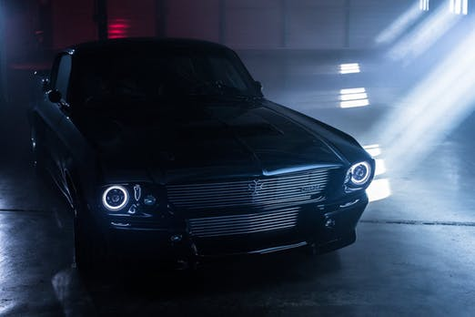Britisches Startup Charge zeigt E-Version des Ford Mustang