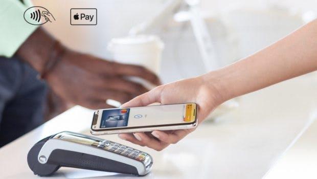 Wenn ihr die beiden oben abgebildeten Symbole im Laden seht, könnt ihr mit Apple Py bezahlen. (Screenshot: t3n.de; Apple)