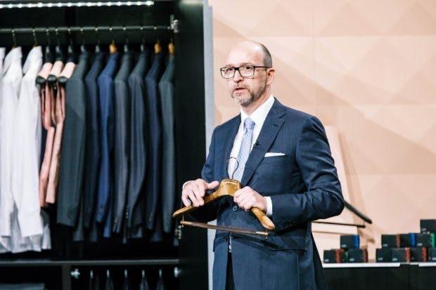 """Ralf Ecks aus Hamburg präsentiert mit """"CAPS"""" Kleiderbügel mit Duftkartusche (Foto: MG RTL D)"""