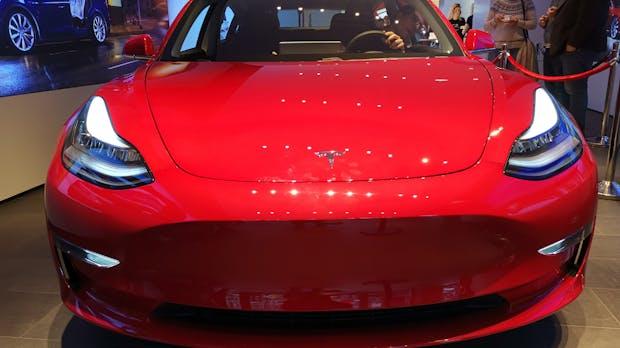 Experte Dudenhöffer: Tesla Model 3 wird 2019 den deutschen E-Auto-Markt dominieren