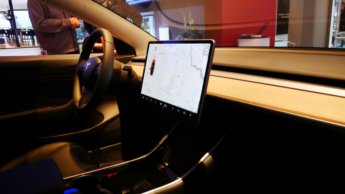 Tesla: Spurassistent sorgte angeblich für deutlich mehr und nicht weniger Unfälle