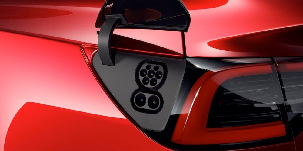 Hinter der Ladeklappe des Tesla Model 3 steckt auch ein CCS-Anschuss. (Foto: Tesla)