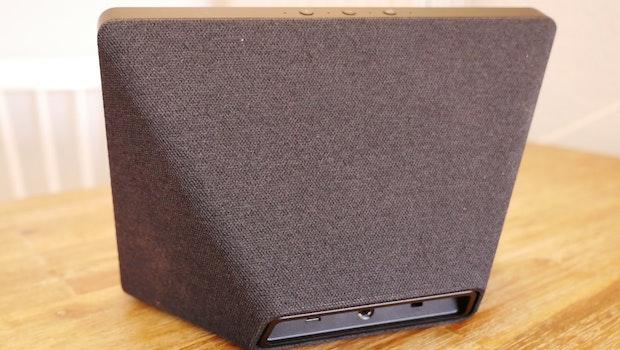 Das Gehäuse des neuen Echo Show ist mit einem Textilüberzug versehen.  (Foto: t3n)
