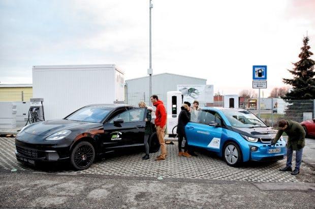 Fast Charge: Forschungsträger von BMW und Porsche. (Foto: BMW)
