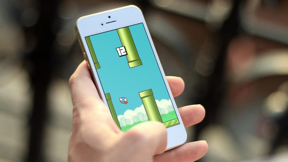 Hype-Apps: Das Smartphone-Spiel Flappy Bird avancierte binnen weniger Wochen zum Netzkult. Genauso schnell geriet es jedoch in Vergessenheit. (Foto: © Mockup Photos/t3n)