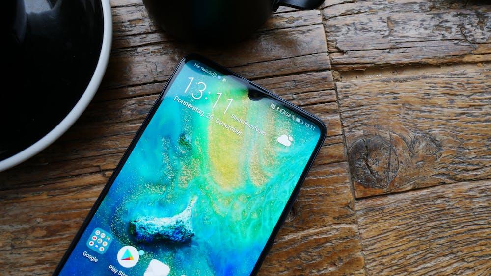Die Notch des Huawei Mate 20 X ist so groß wie die des Mate 20, hat dafür aber keine 3D-Gesichtserkennung. (Foto: t3n.de)