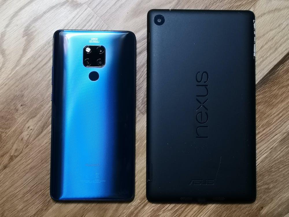 Zweimal sieben Zoll: Mate 20 X versus Nexus 7 (2013). (Foto: t3n.de)