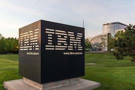 28.10.: Das Computer-Urgestein IBM greift nach dem Linux-Spezialisten Red Hat. Der insgesamt 34 Milliarden Dollar Deal zeigt, wie wichtig freie Software inzwischen geworden ist. Programme von Red Hat kommen unter anderem beim Betrieb von Cloud-Anwendungen zum Einsatz. (Foto: JHVE-Photo/Shutterstock)