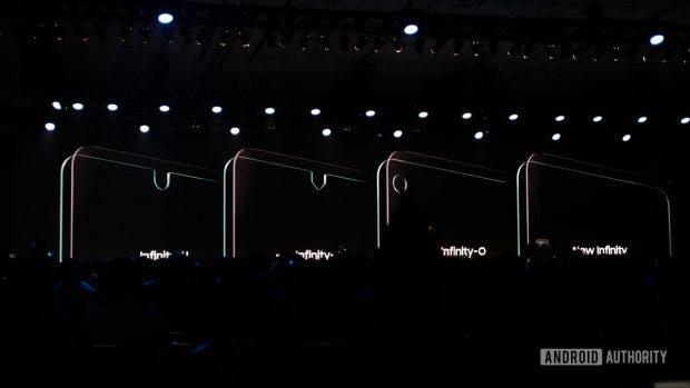 """Samsung-Displays mit verschiedenen Aussparungen – das """"New Infinity"""" kommt komplett ohne aus und könnte für ein Gehäuse-zu-Display-Verhältnis von 100 Prozent sorgen. (Foto: Android- Authority)"""