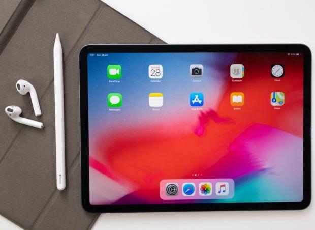 Durch die Kombination des iPads mit dem Apple Pencil kannst du deinen Design-Projekten eine individuelles Flair verleihen. (Foto: Shutterstock/PavelHeyets)