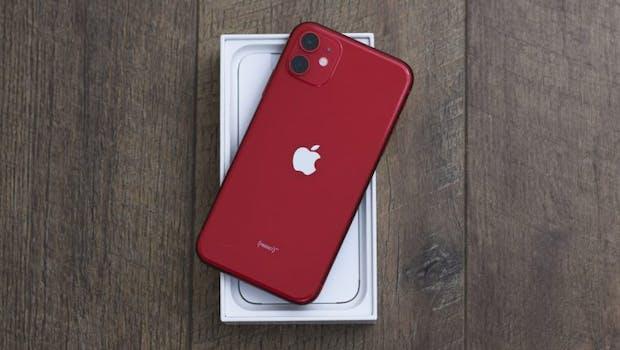 Heute im t3n-Türchen: Das iPhone 11 in Rot bereitgestellt von UseNeXT. (Foto: Shutterstock/DomCritelli)