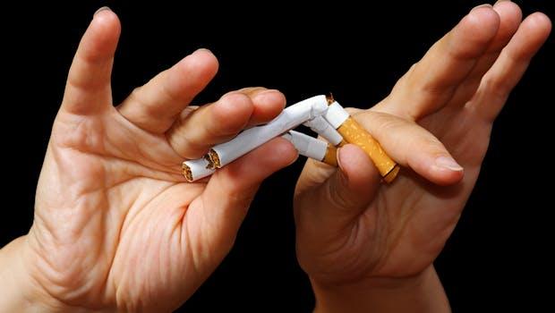 """Endlich rauchfrei ins neue Jahr? Mit """"Smoke Free – Jetzt Nichtraucher"""" (kostenlos für iOS und Android) und """"QuitNow!"""" (kostenlos für iOS und Android) werden Raucher dabei unterstützt, endlich mit dem ungesunden Laster aufzuhören. (Foto: Shutterstock-Boris Bulychev)"""