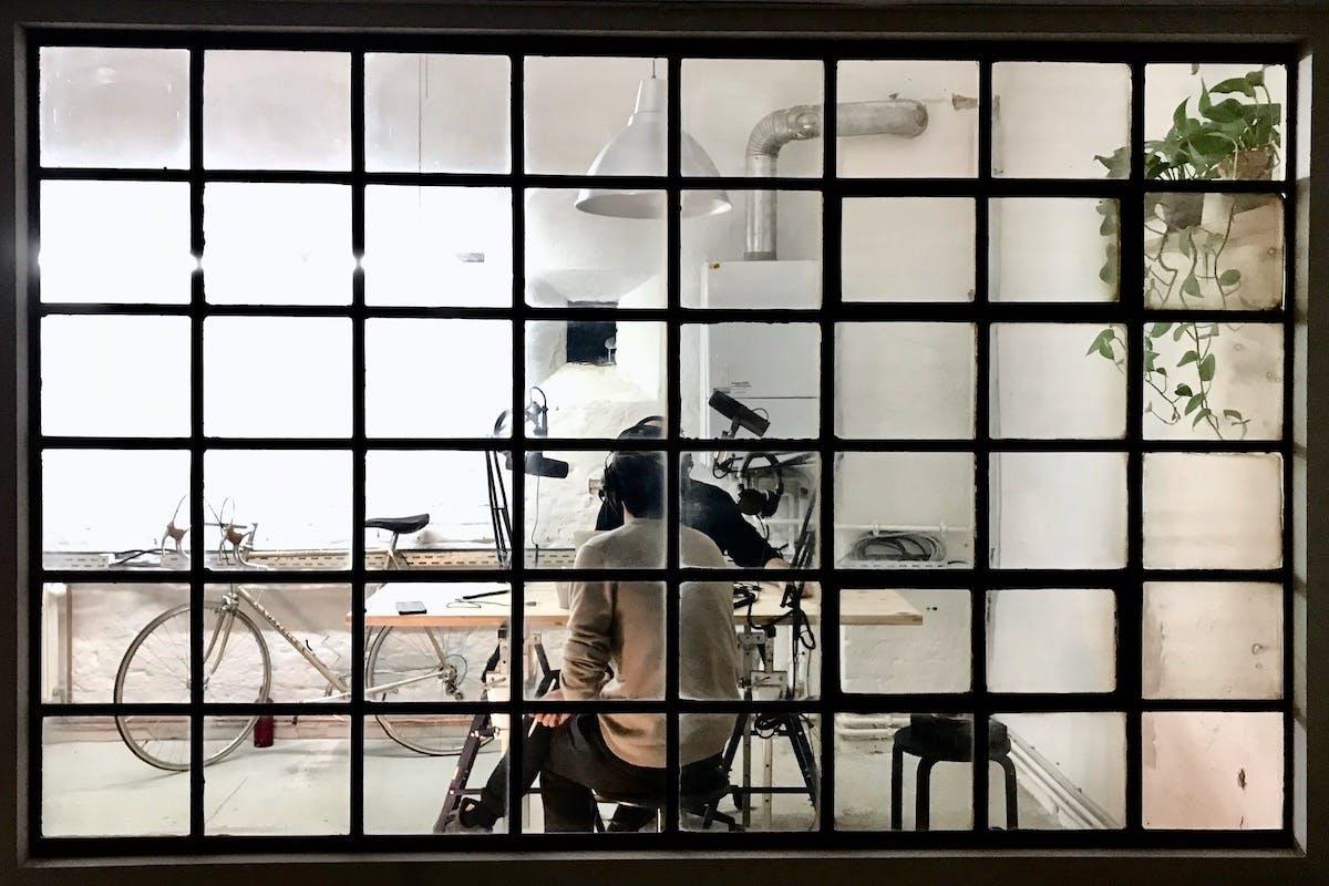 """Die Aufnahmen des Podcast in der """"Blockchain Embassy"""", dem Büro von Glatz. (Foto: Florian Glatz)"""
