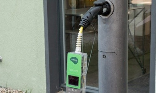 Laden an der Straßenlaterne: Shell übernimmt Berliner Startup Ubitricity