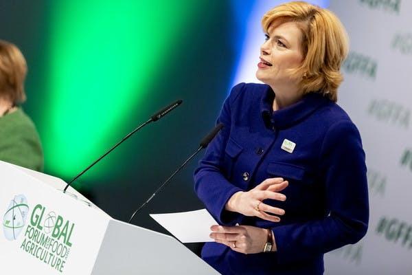 """Agrarministerin Klöckner fordert schnelles Internet """"für jeden Acker"""""""