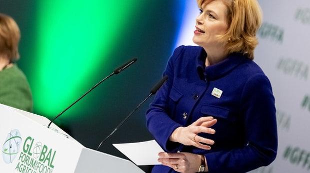 """Agrarministerin Klöckner fordert """"für jeden Acker"""" schnelles Internet"""