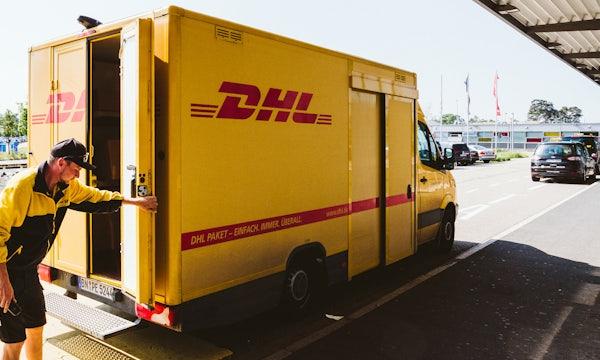 DHL bittet Geschäftskunden zur Kasse