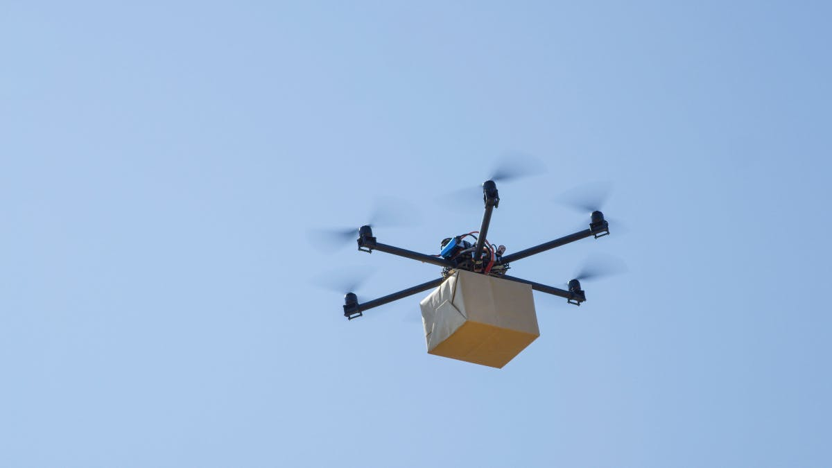 Microsoft: Drohnen-Lieferung an fahrende Autos patentiert