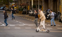 Erste E-Scooter mit Straßenzulassung bei Saturn und Media Markt vorbestellbar