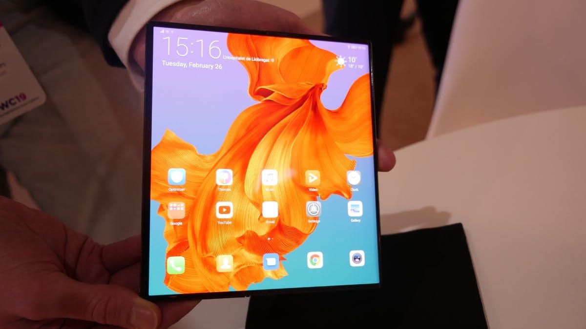 Erster Eindruck vom Huawei Mate X, das wir auf dem MWC 2019 für wenige Minuten begutachten konnten, war überaus positiv. Vor allem die ausgezeichnete Verarbeitung deutet nicht darauf hin, dass es nur ein Prototyp war.(Foto: t3n)