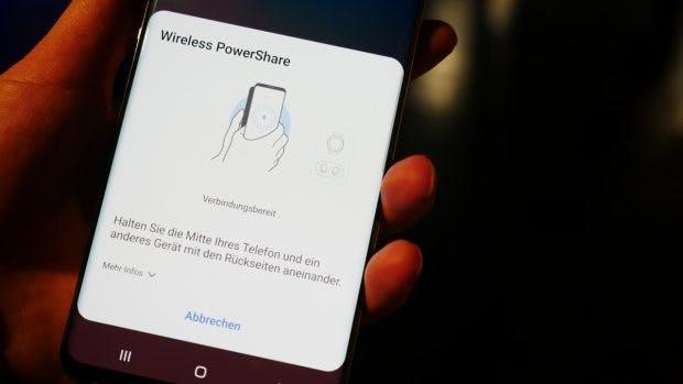 Wireless Powershare: Andere Geräte mit entsprechendem Feature könnt ihr drahtlos per Galaxy S10 mit Strom versorgen. (Foto: t3n.de)