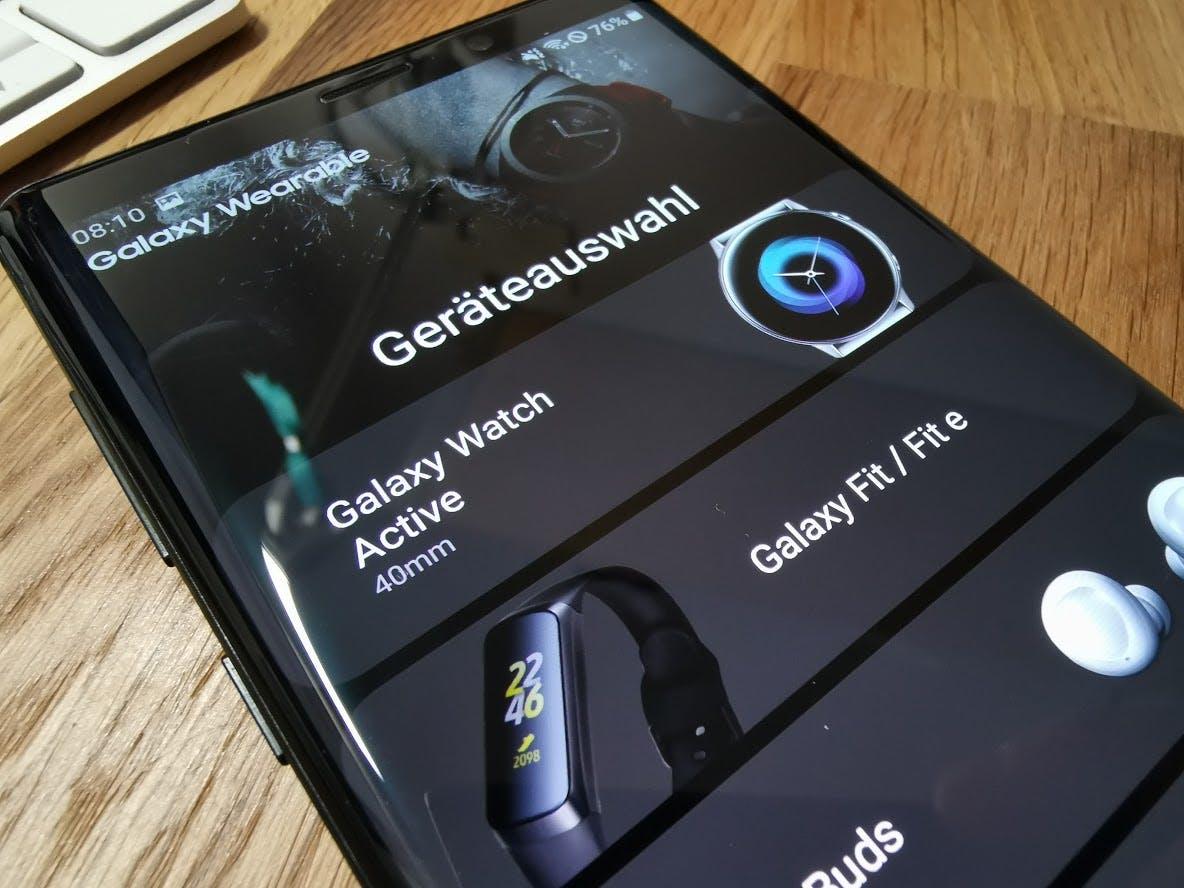 Samsung zeigt Galaxy Watch Active, Galaxy Buds und Galaxy Fit/e verfrüht