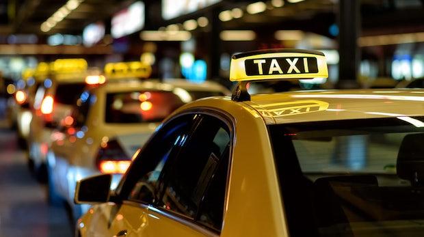 Auto gegen Auto: Mobilitätswelle macht Taxi-Unternehmen zu schaffen