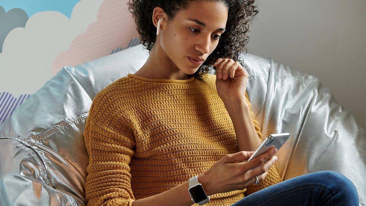 Mit den neuen Airpods könnt ihr Siri per Zuruf starten