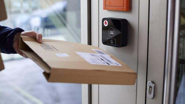Vodafone präsentiert einen vernetzten Türöffner für Paketboten