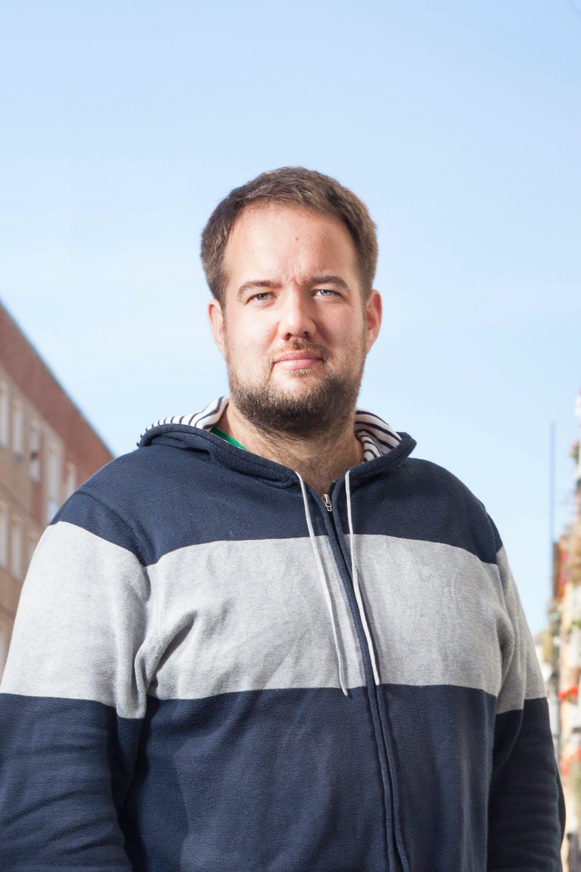"""Malte Spitz, Autor, Politiker der Grünen und Datenschutz-Aktivist: """"Freie und offene Software ist heute wichtiger denn je. Überall, wo öffentliches Geld für neue Softwareentwicklung ausgegeben wird, sollte diese Software anschließend auch der Allgemeinheit zur Verfügung stehen. Oder einfacher: Öffentliches Geld = offener Code. Eine freie und offene Gesellschaft braucht mehr freie und offene Software."""""""