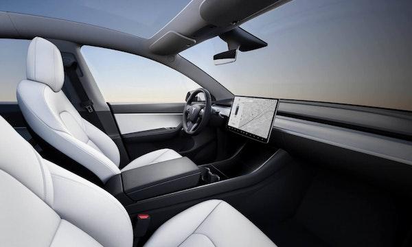 Autopilot: Tesla Model Y fährt laut Test auch ohne Fahrer auf dem Fahrersitz